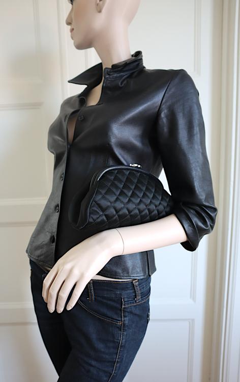 CHANEL Svart Quilted Siden/Skinn Timeless Clutch Bag