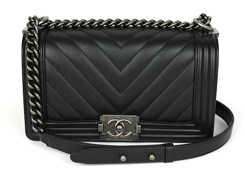CHANEL Svart Chevron Quilted Kaviar Läder Medium Boy Väska