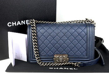 Chanel Blue Caviar Leather Medium Boy Bag med kvitto