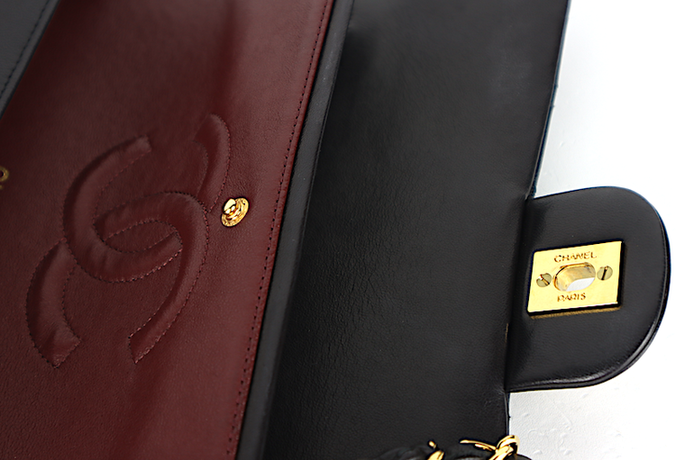 CHANEL Classic Medium Double Flap Väska - kort,dustbag,kartong,äkthetsintyg