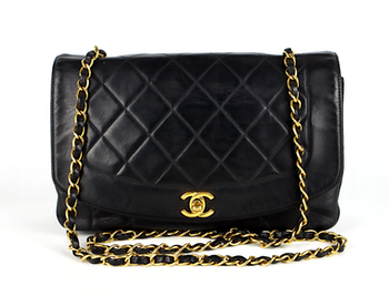 Chanel Diana Medium Flap Svart Quilted Lammskinn Väska
