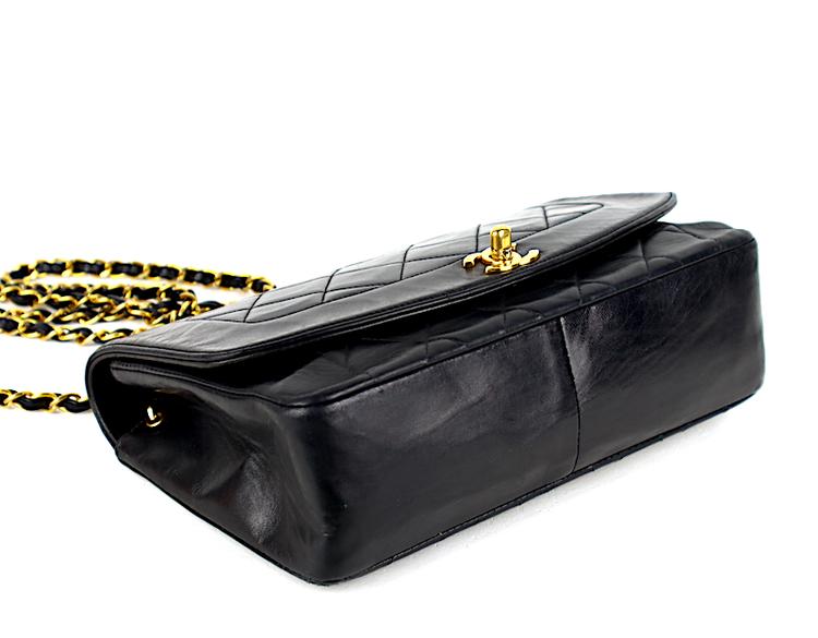 Chanel Diana Medium Flap Svart Quilted Lammskinn Väska