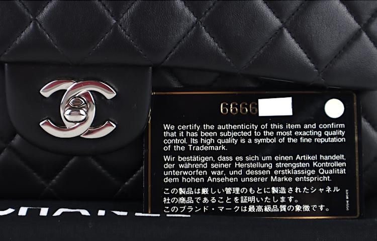 Chanel Classic Medium Double Flap Väska
