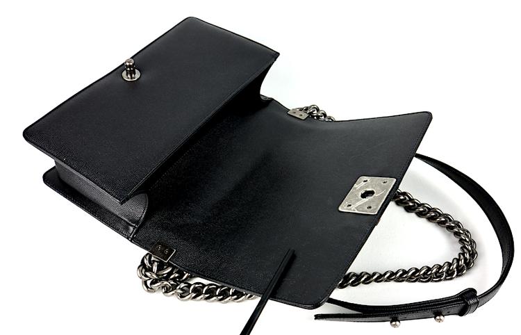 Chanel Medium Boy Caviar Väska År 2020