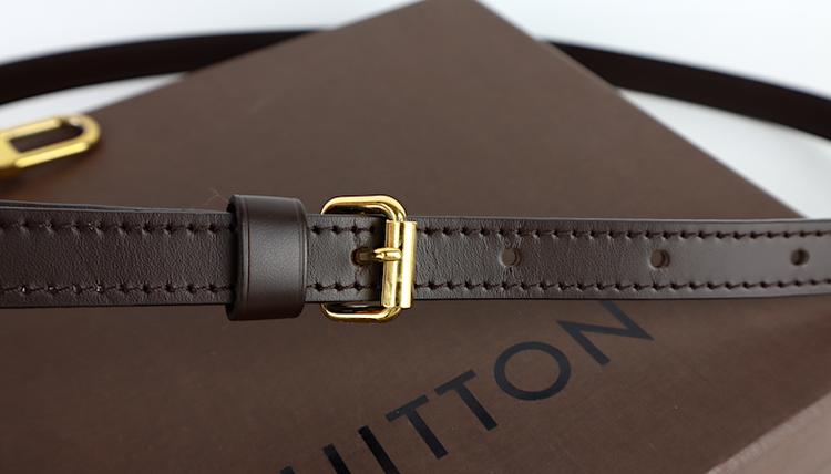Louis Vuitton Axelrem Brun Läder