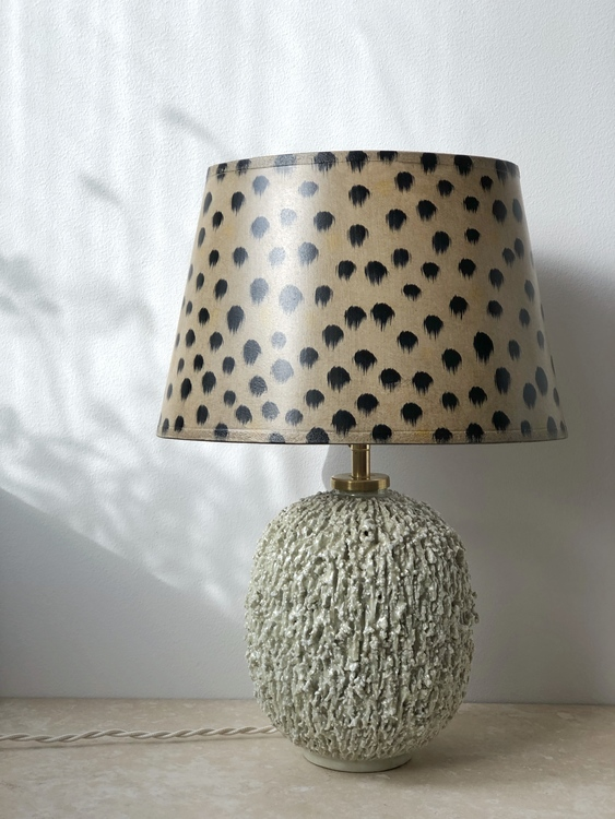 "Gunnar Nylund Large ""Chamotte"" Table Lamp in Cream with Brass fittings"