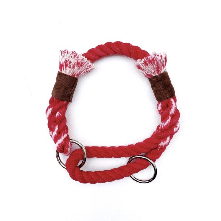 Hundhalsband av rep i röd färg