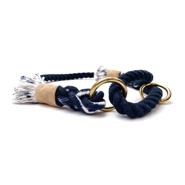 Blått hundhalsband av rep