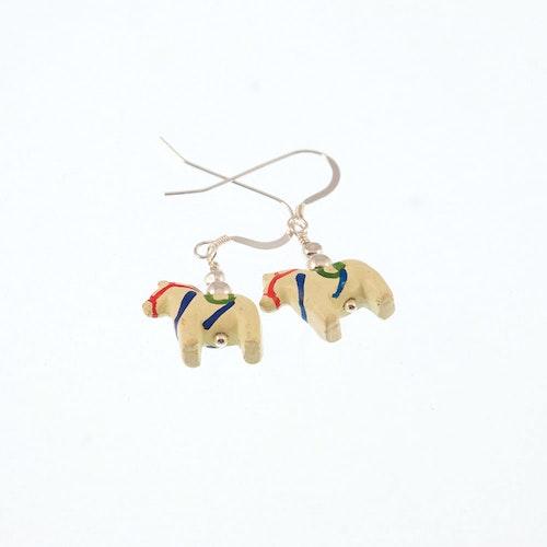 Örhängen med dalahästar