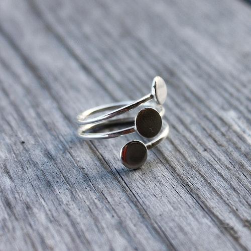 Fantasifull ring av äkta silver