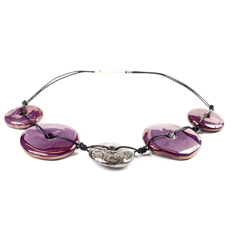 Halsband med stora keramikpärlor