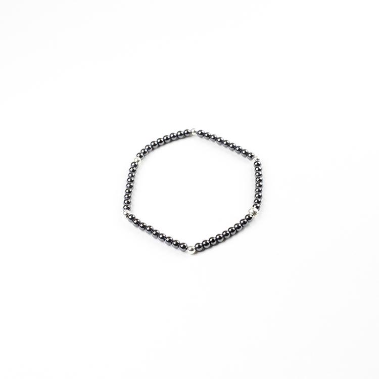 Armband med hematiter och silverkulor