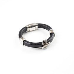 Läderarmband med metallpärlor