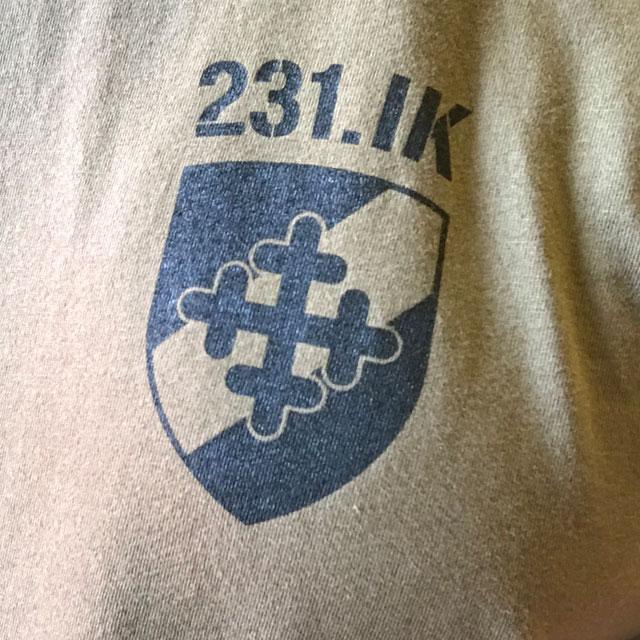 Brösttryck på en T-Shirt 231.IK.