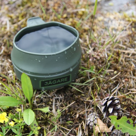 A Folding Cup JÄGARE Green/Black/Green filled to the brim.