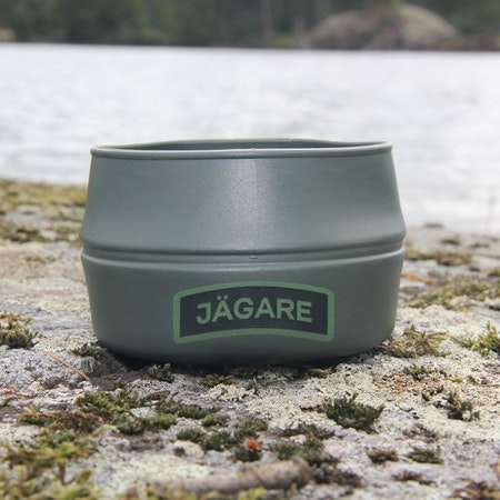 In the sun and on the rocks the Folding Cup JÄGARE Green/Black/Green during product photoshoot.