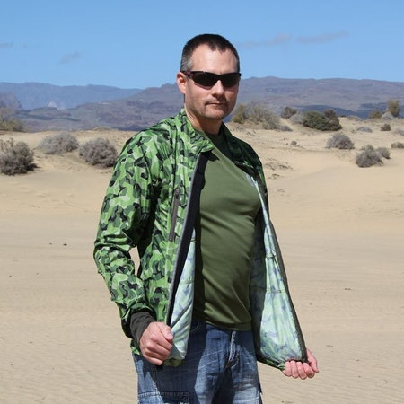 Desert scenery photoshoot of a Running Jacket M90 MI.