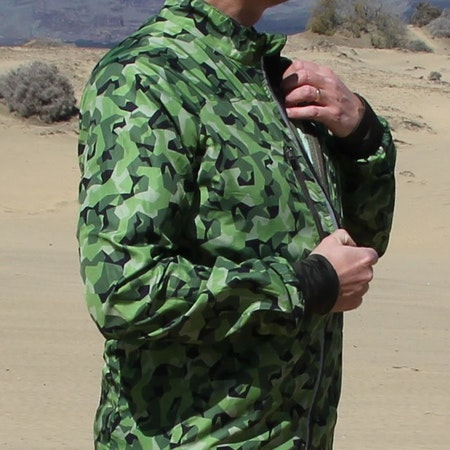 Running Jacket M90 MI during opening of front zipper.