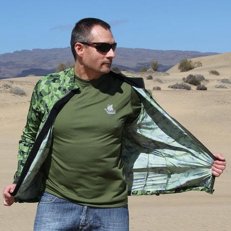 Flowing fabric in the desert wind during photoshot of a Running Jacket M90 MI.