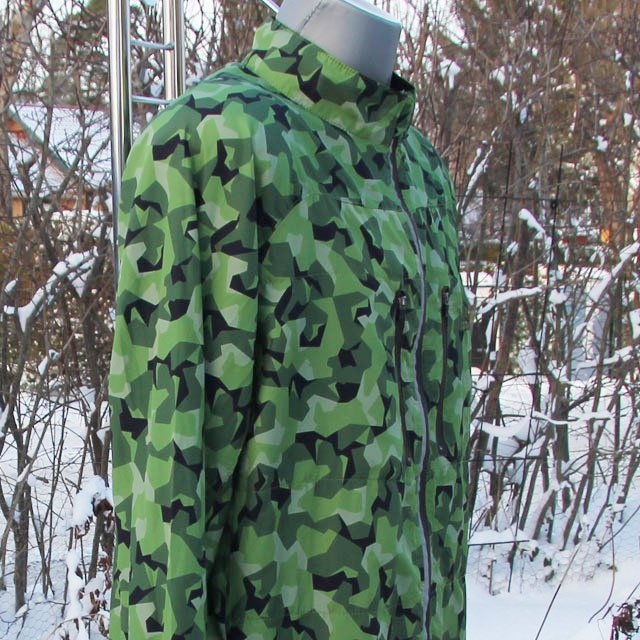 Mannequin side view wearing a Running Jacket M90 MI.