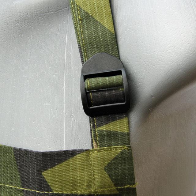 Adjustment strap on a Apron M90.