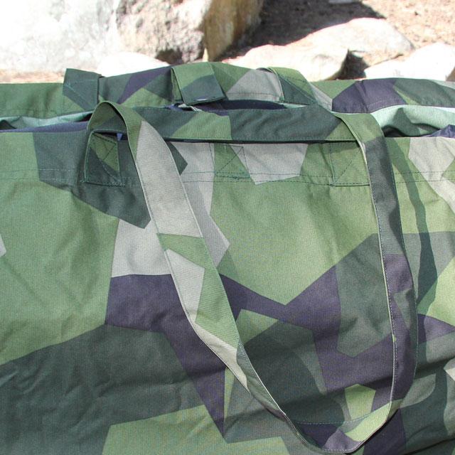 Handles both short and long visible on a Biggie Bag M90