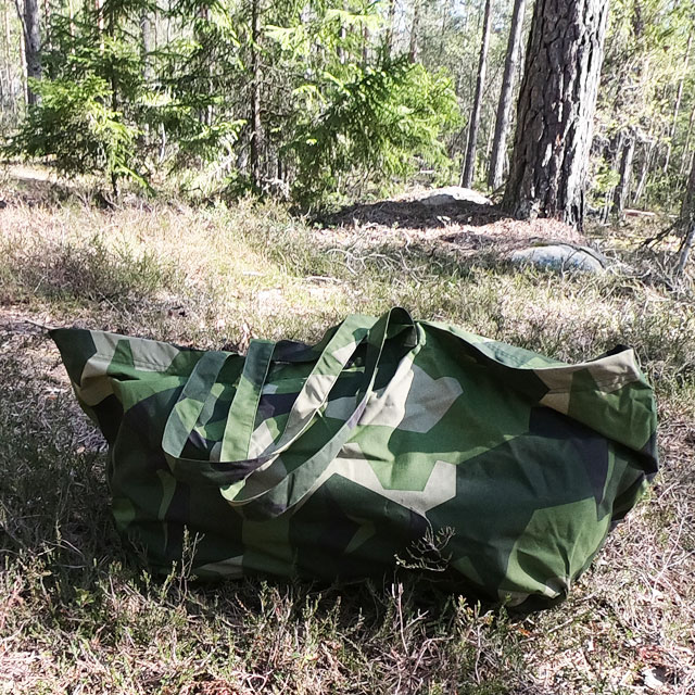 Very floppy the Biggie Bag M90 sinks down a bit when on the forest floor
