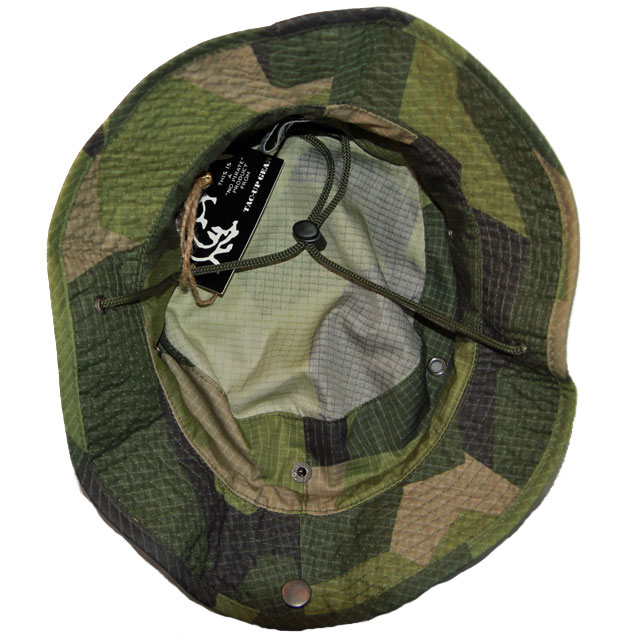 Inside the skull of a Boonie Hat M90.