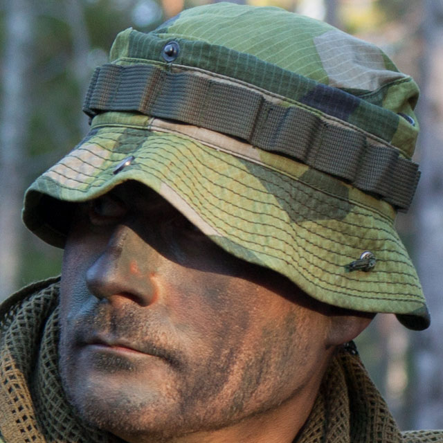 Boonie Hat M90 on a painted face model in the Swedish nature.