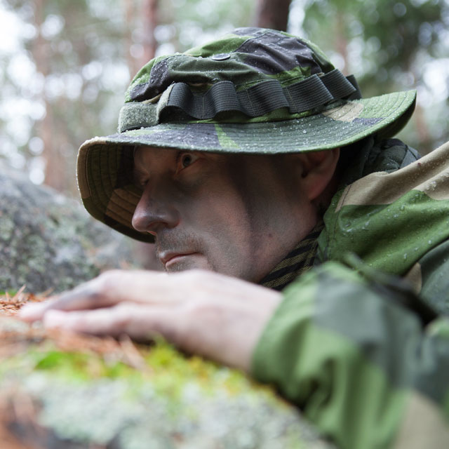 Side view of a Boonie Hat NCWR M90 and mossy stone in Swedish nature.