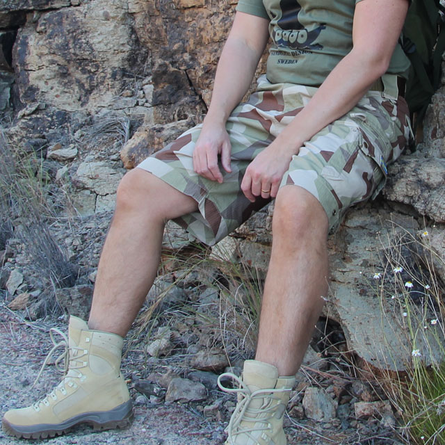Camp Shorts M90K Desert on sitting model in desert landskape.