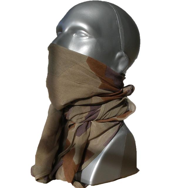 Mannequin wearing a Desert Scarf M90K.