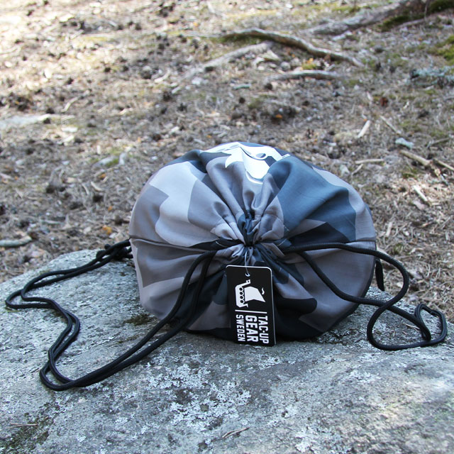Showing the opening in closed position on a Drawstring Sports Bag M90 Grey