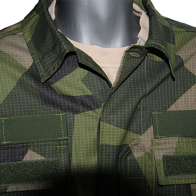 Front upper collar of a Field Shirt M90.