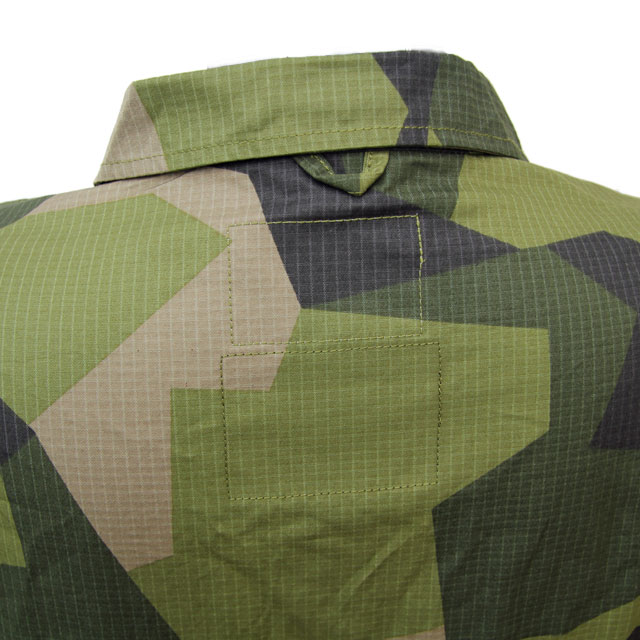 Back neck area on a Field Shirt M90.