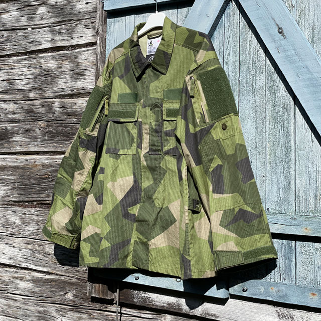 Slightly seen from an angle is Our popular Field Shirt M90