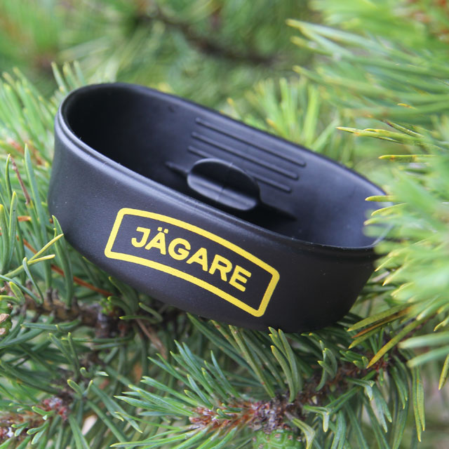 Folding Cup JÄGARE Black/Yellow/Black folded and with pinetree background.