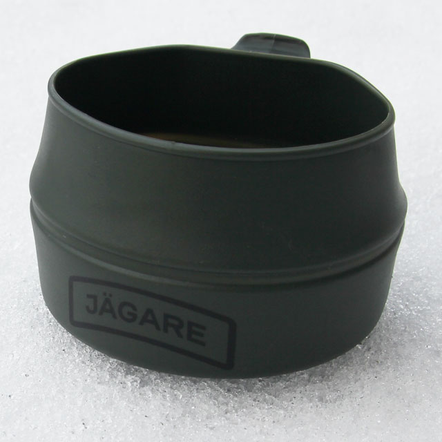 Winterpicture of the Folding Cup JÄGARE OD Black/Green/Black.
