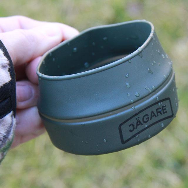 Holding a Folding Cup JÄGARE OD Black/Green/Black showing its black jägare print.