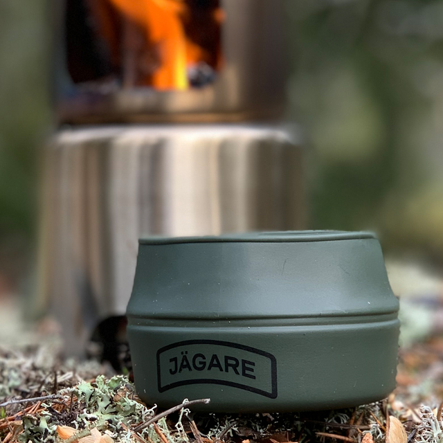 Folding Cup JÄGARE OD Black/Green/Black on the ground in Swedish forest
