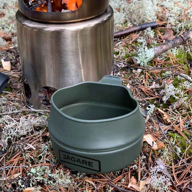 Folding Cup JÄGARE OD Black/Green/Black on the ground in Swedish forest seen slightly from above