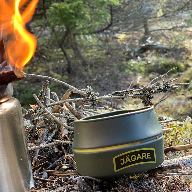 Lit stove and a Folding Cup JÄGARE OD Yellow/Black/Yellow in the Swedish forest