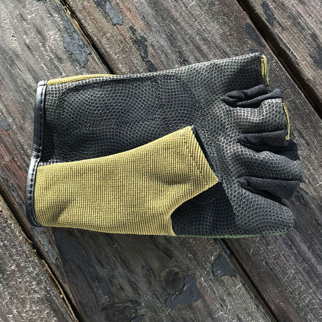 Gripping palm area on a Short Finger Tactical Glove Green.