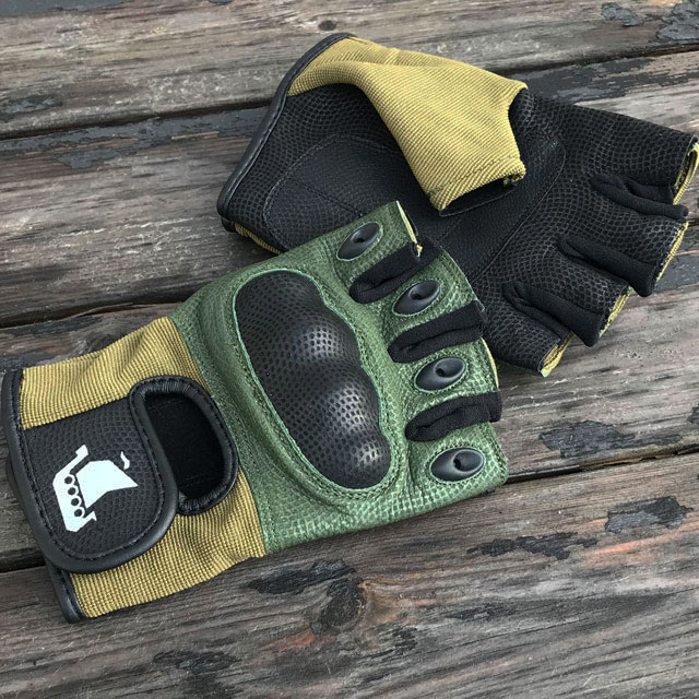 Short Finger Tactical Glove Green on woodenboards.