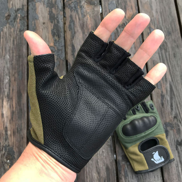 Palm area of Short Finger Tactical Glove Green