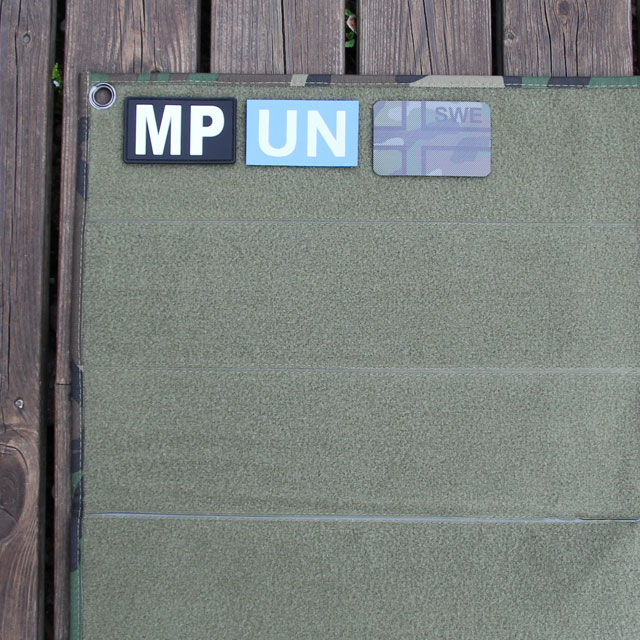Militärpolis and United Nation patches for display on a Kardborre Wall Mat Display Green/Camo