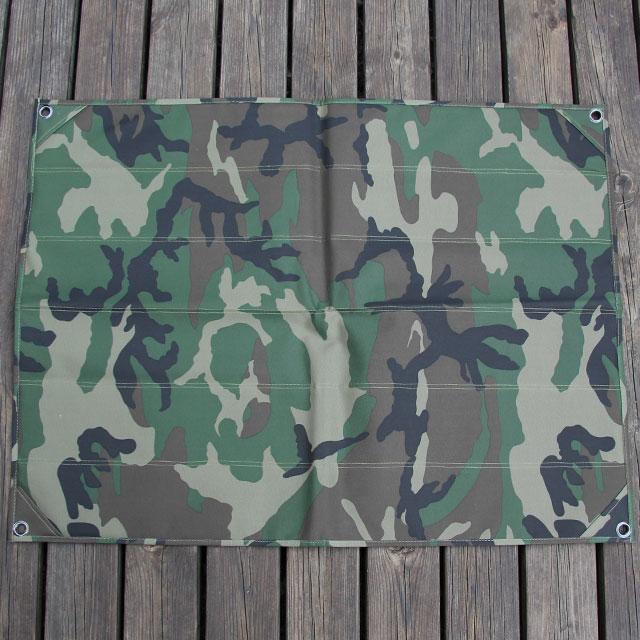 Showing the camouflage backside of a Kardborre Wall Mat Display Green/Camo.