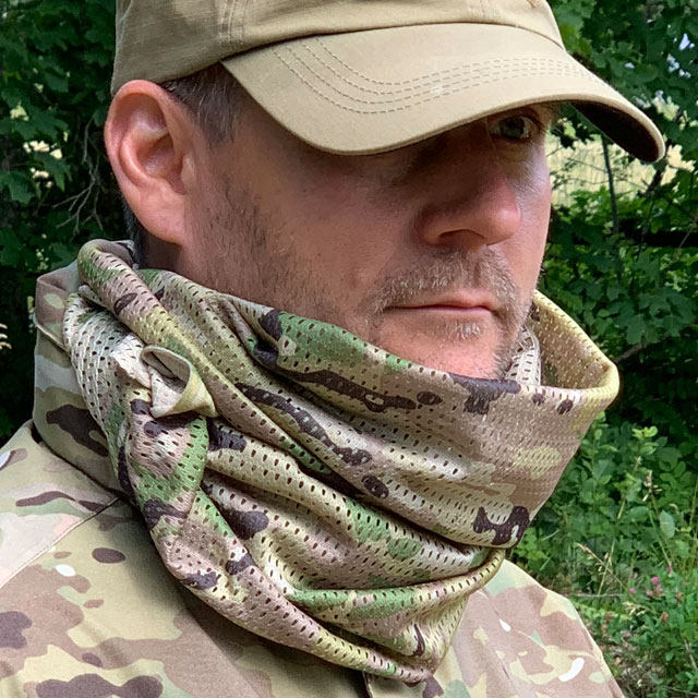 Mesh Scarf Multicam wrapped around the neck