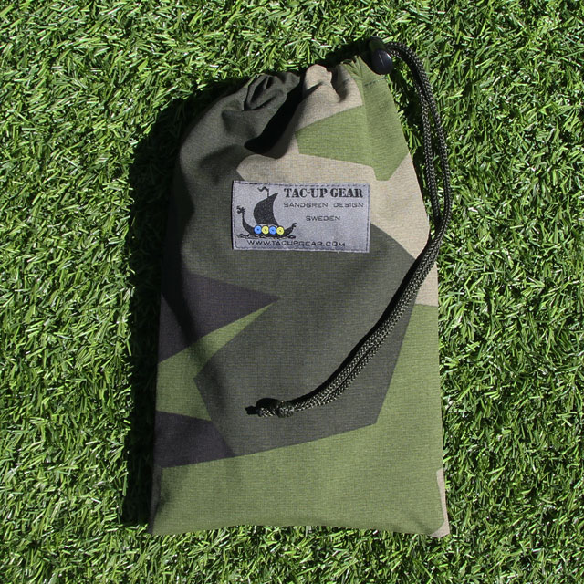 Mini Bag WR M90 in the sun laying on the grassy ground for photoshoot.