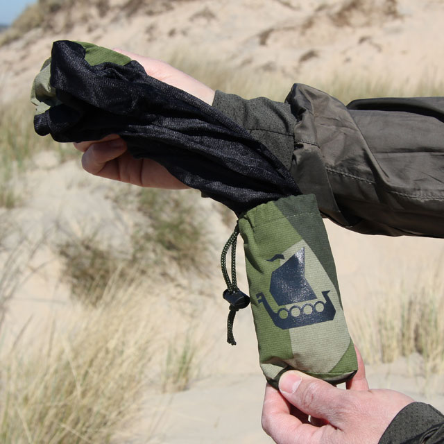 The Mosquito Head Net Black/M90 is easily pulled out of its pouch